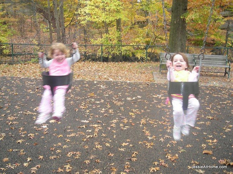 happy-swinging