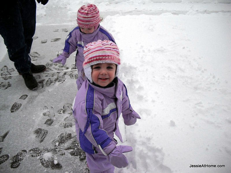 girls-in-the-snow-winter-2010