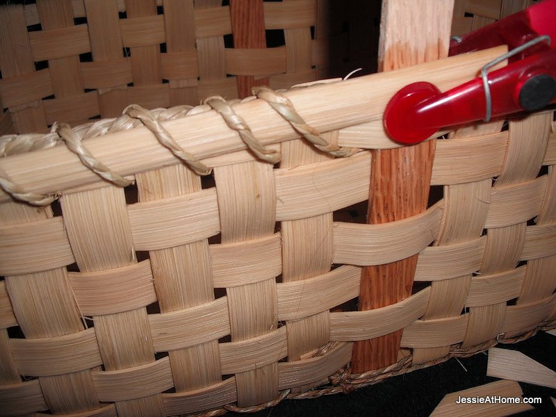 wrapping-the-top-of-the-basket