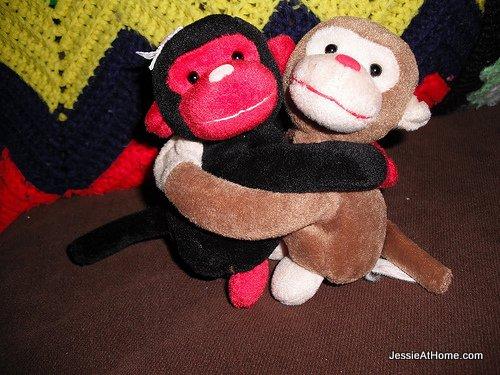 hug-monkeys