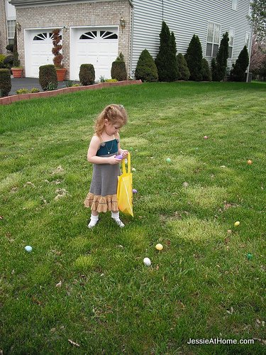 Kyla-finding-eggs-Easter-2011