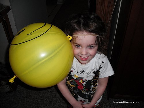 Vada's-happy-ballon-hat