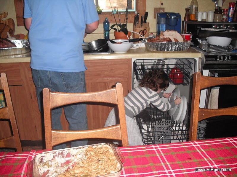 Vada-helping-Tom-put-away-the-dishes