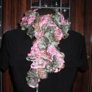 Free-Crochet-Pattern-Spiral-Crochet-Net-Ruffle-Scarf by Jessie-At-Home