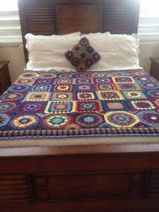 Here is a larger version of the throw with a matching pillow made by Beatriz Rodriguez Lopez!