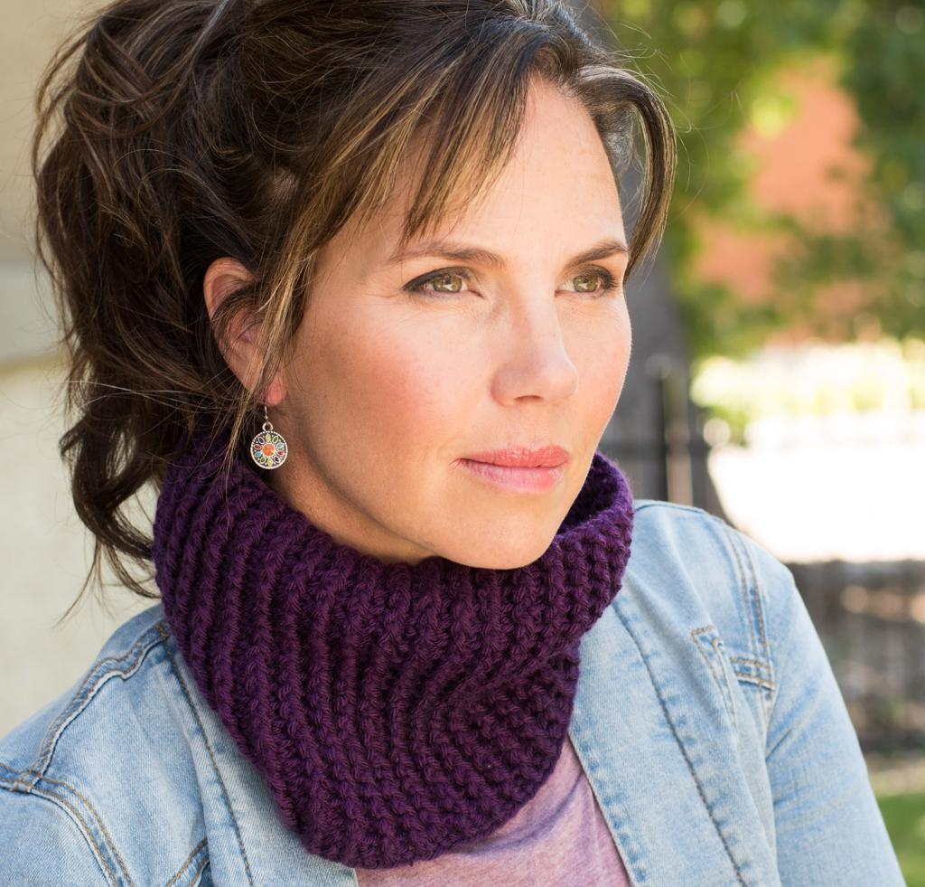 Ribbed Cowl Kit #CrochetKit from @beCraftsy