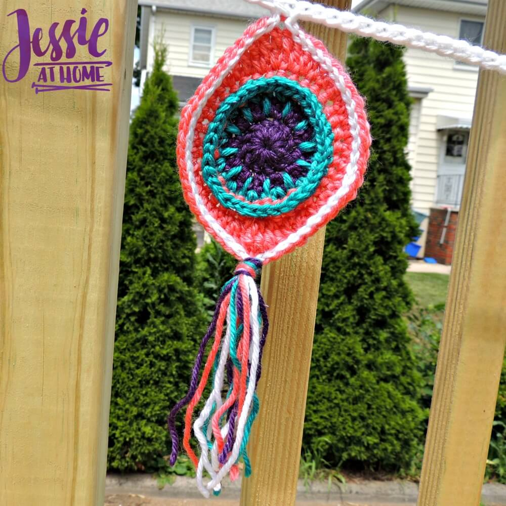Retro Ornament Bunting free crochet pattern by Jessie At Home - 3