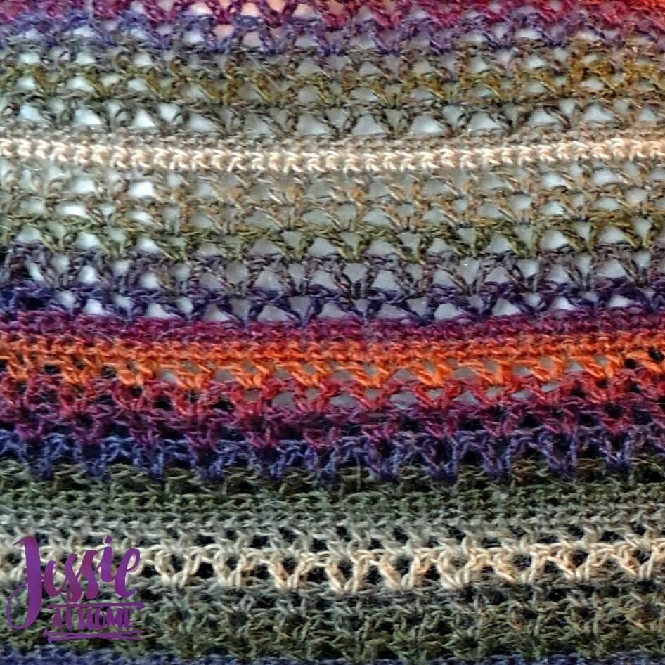 Julia Mini-Wrap - a free crochet pattern | Jessie At Home