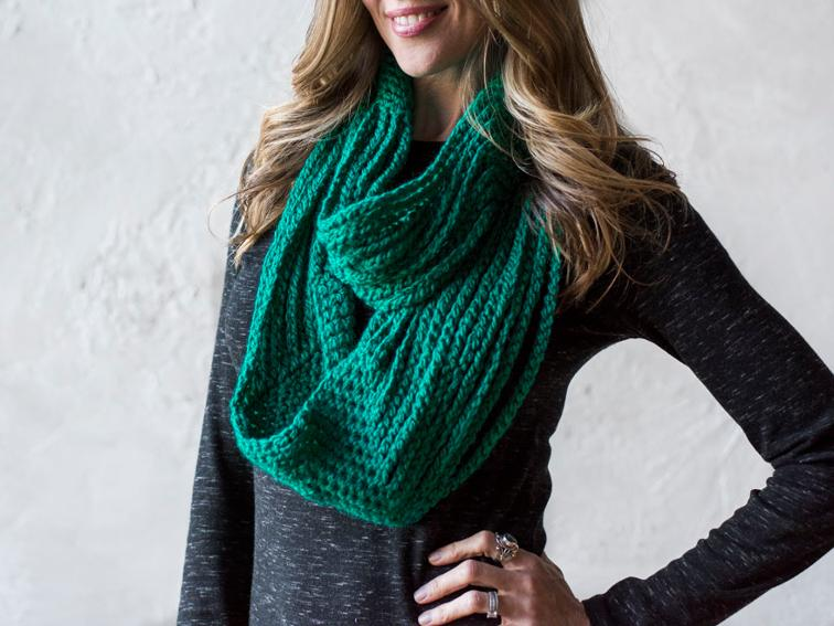 Chained to Infinity Bulky Cowl Craftsy Crochet Kit