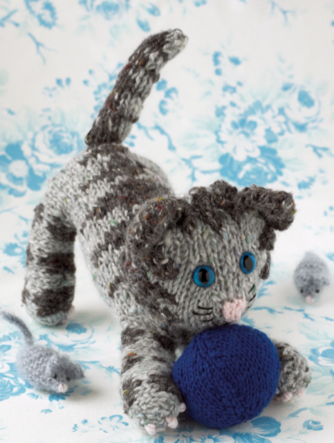 Knitted Cats and Dogs Tabby Grey