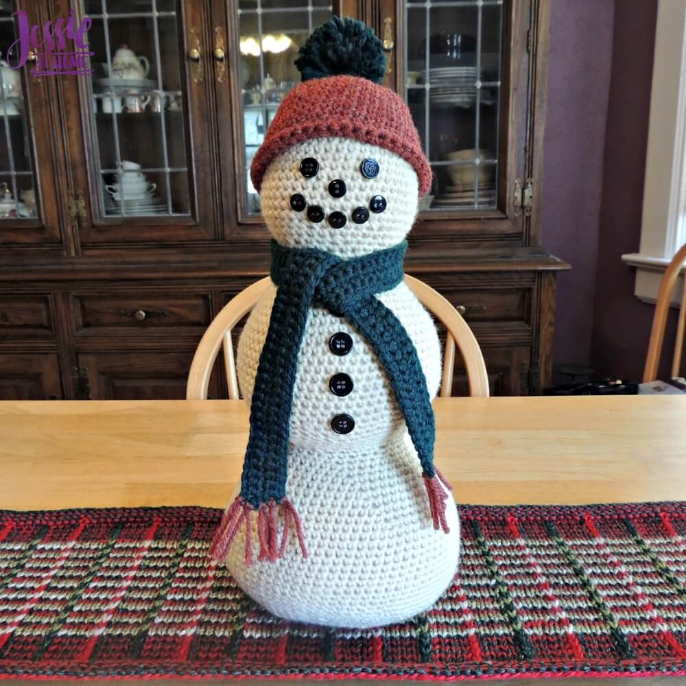 Snowman Centerpiece - free crochet pattern by Jessie At Home - 2