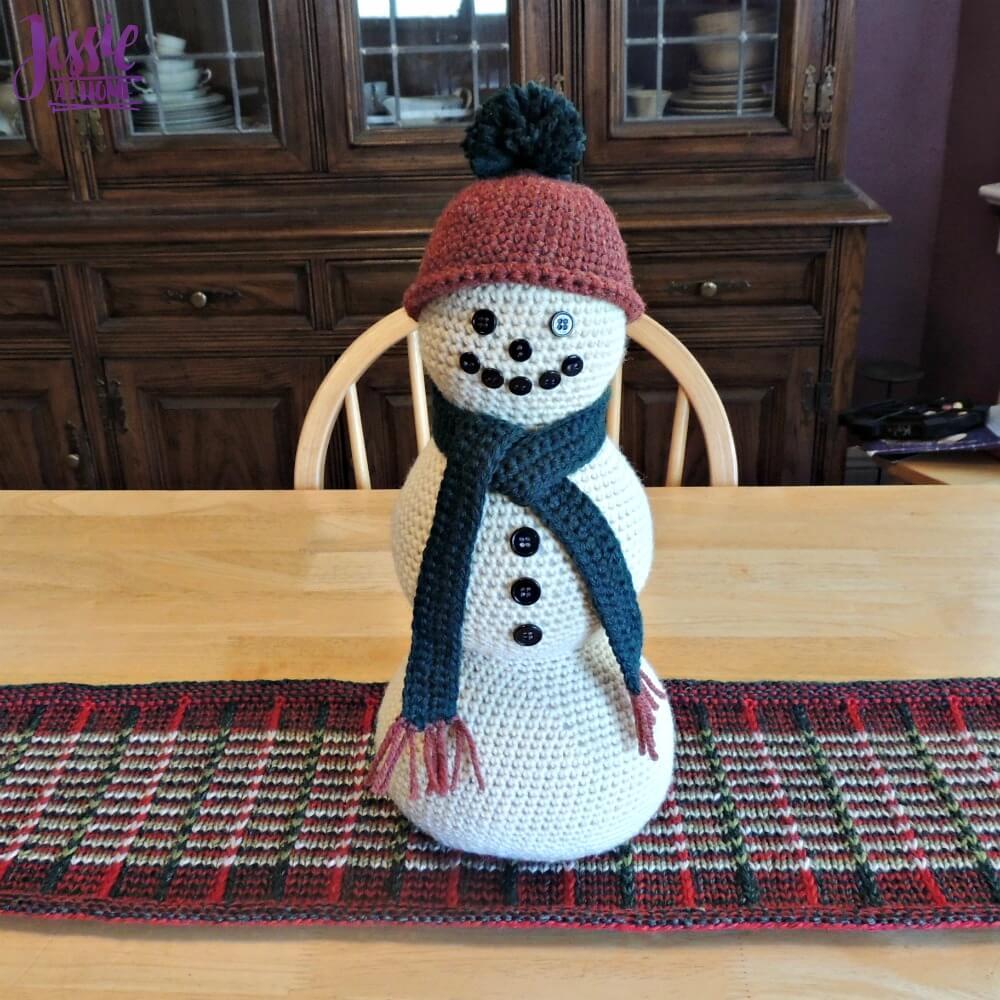 Snowman Centerpiece - free crochet pattern by Jessie At Home - 3
