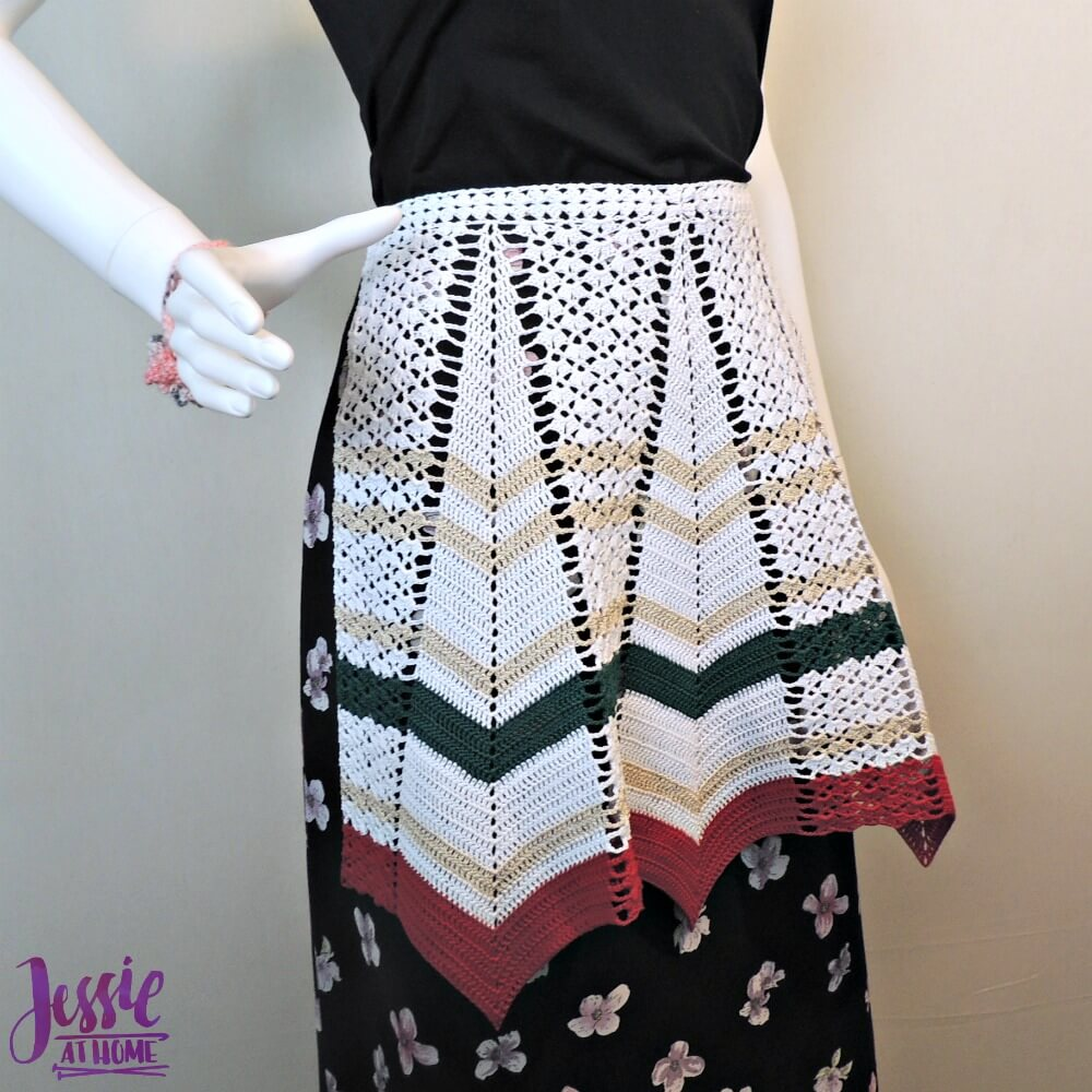 Vintage Crochet Apron - free crochet pattern by Jessie At Home - 1