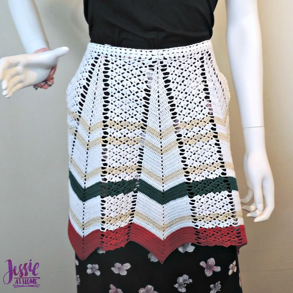 Vintage Crochet Apron - free crochet pattern by Jessie At Home - 3