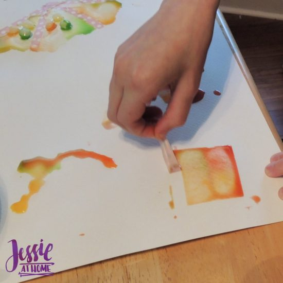 Painting with Skittles craft tutorial by Jessie At Home - Vada peeling