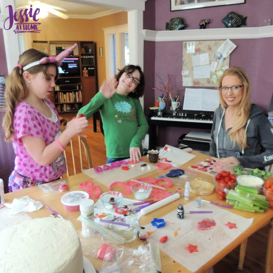 Fondant 101 for Anyone by Jessie At Home - Fun with fondant