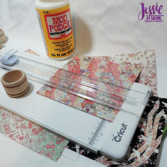 DIY Napkin Rings and Napkin Tutorial by Jessie At Home - cut paper