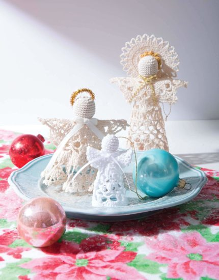 Retro Christmas Ornaments - crochet pattern book review from Jessie At Home - Standing Angels